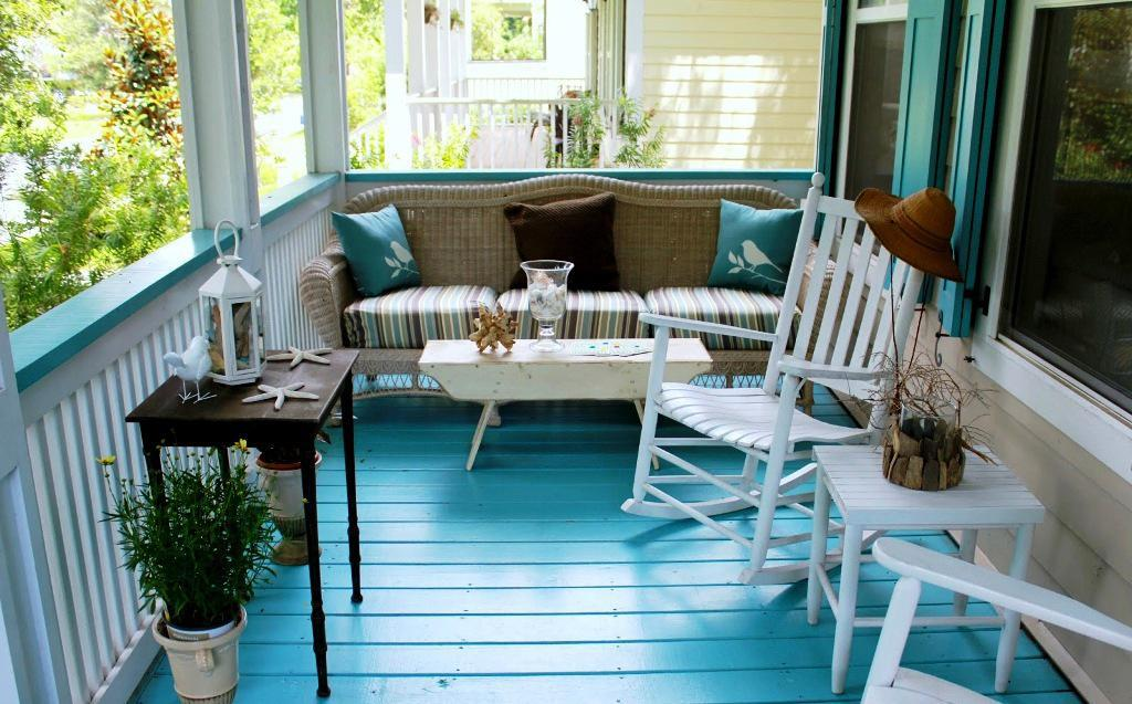 Image of: New Front Porch Furniture Sets
