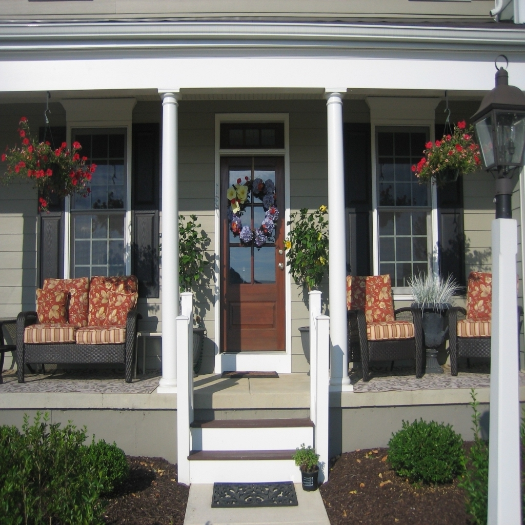 Image of: Nice Front Porch Table And Chairs Ideas
