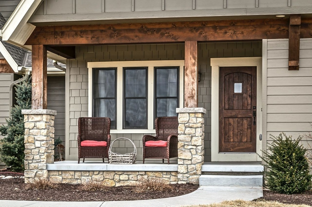 Image of: Rustic Cedar Porch Columns