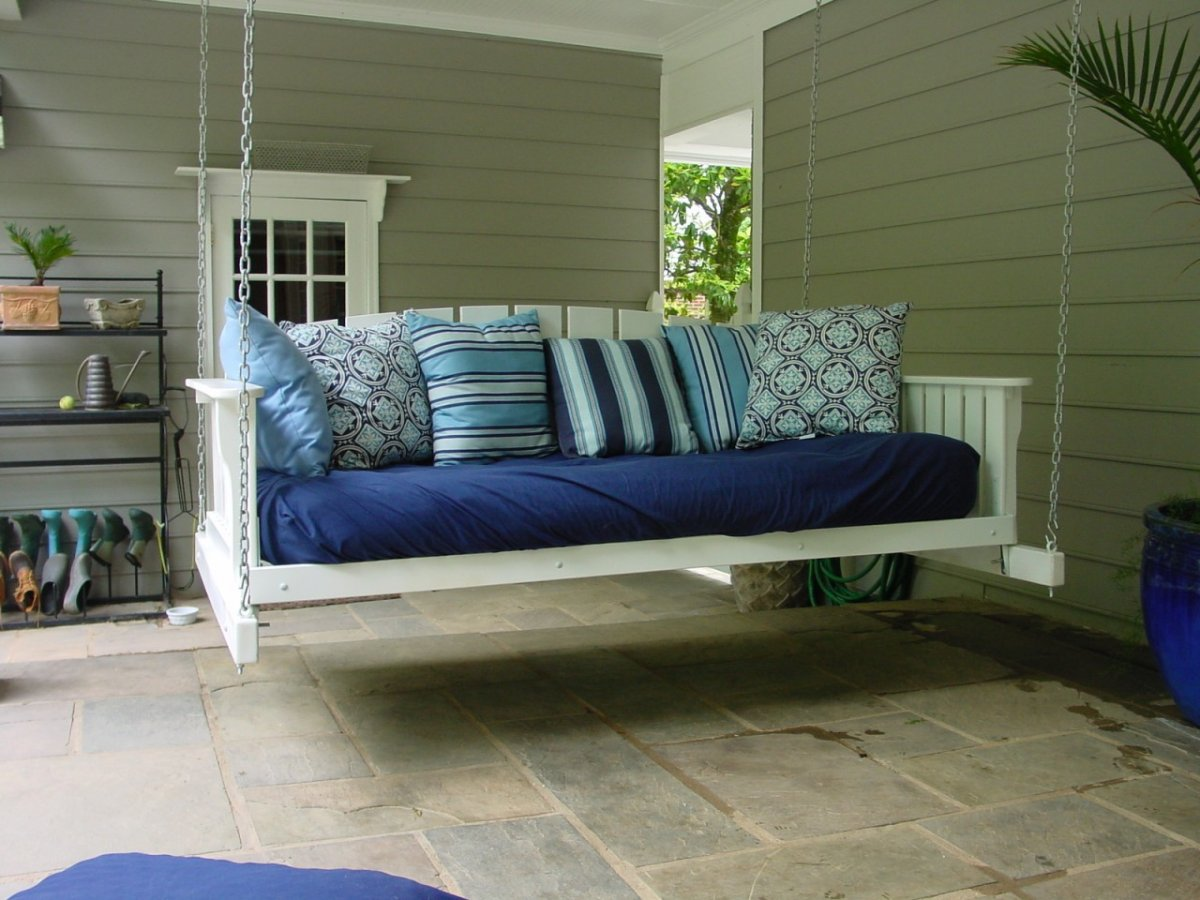 Image of: Simple Daybed Porch Swing