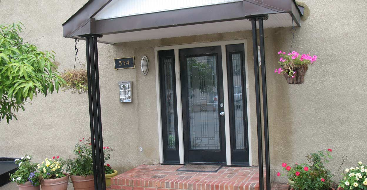 Image of: Simple Metal Porch Columns Ideas