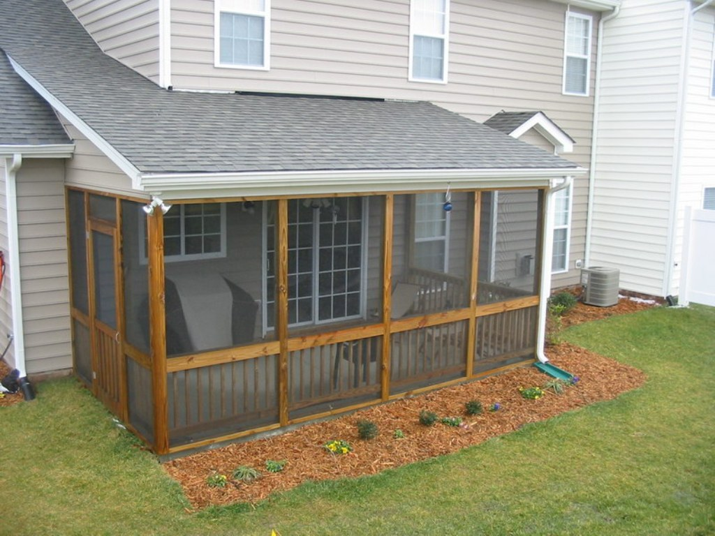 Image of: Simple Screened In Porch Design