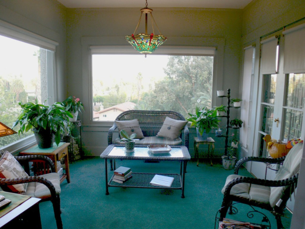 Image of: Small Enclosed Front Porch Ideas Decorating