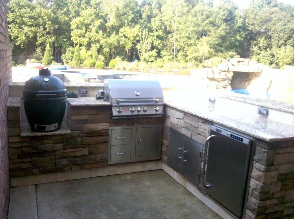 Image of: Top Big Green Egg Built Into Outdoor Kitchen