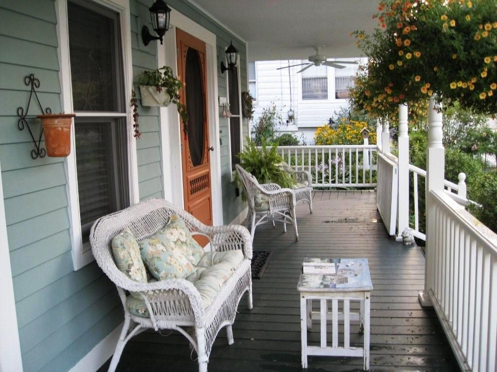 Image of: Two Front Porch Furniture Ideas