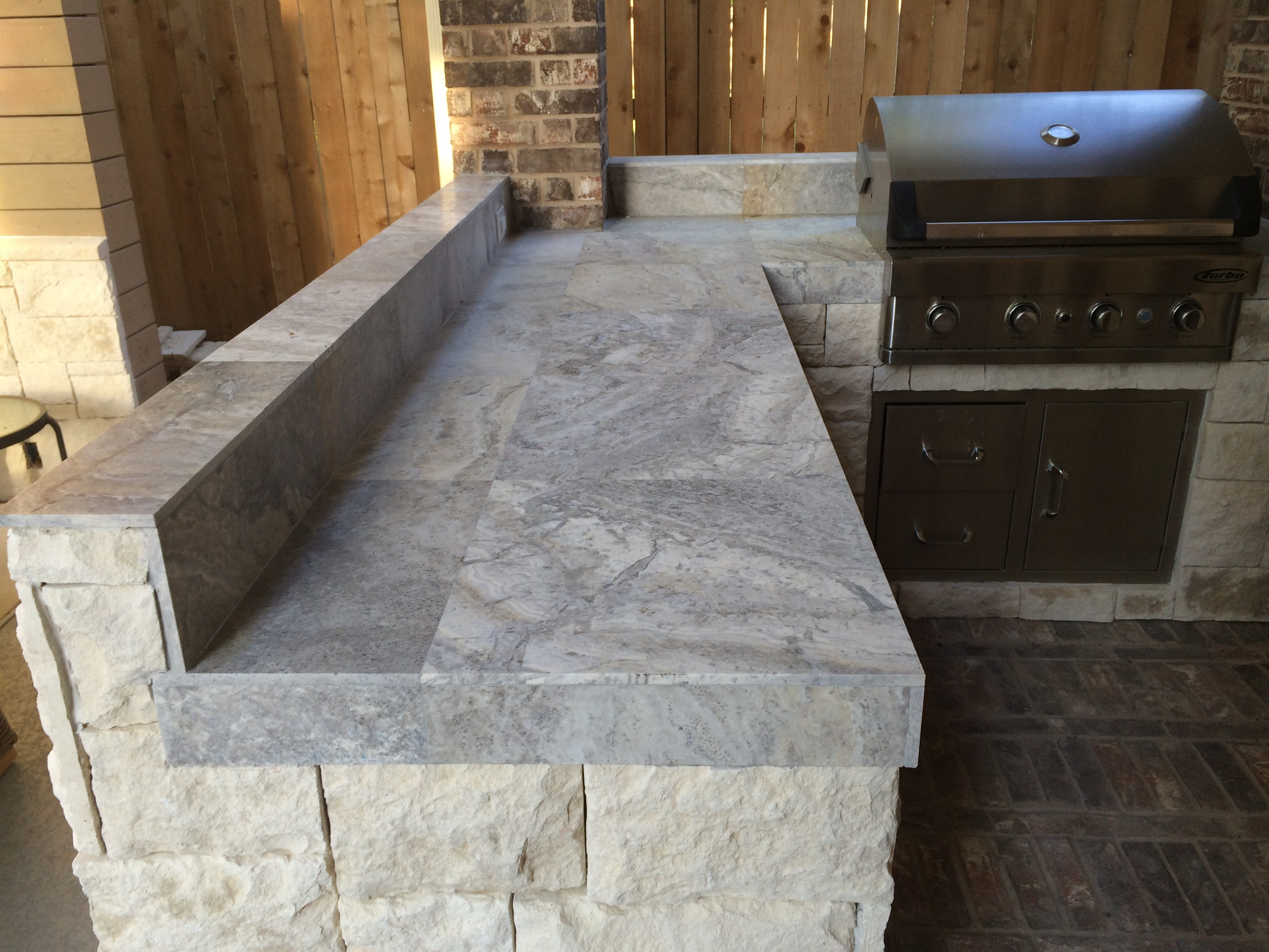 Image of: Houston Outdoor Kitchen With Silver Travertine Tile Countertop Intended For Outdoor Kitchen Granite Countertops Outdoor Kitchen Granite Countertops Design