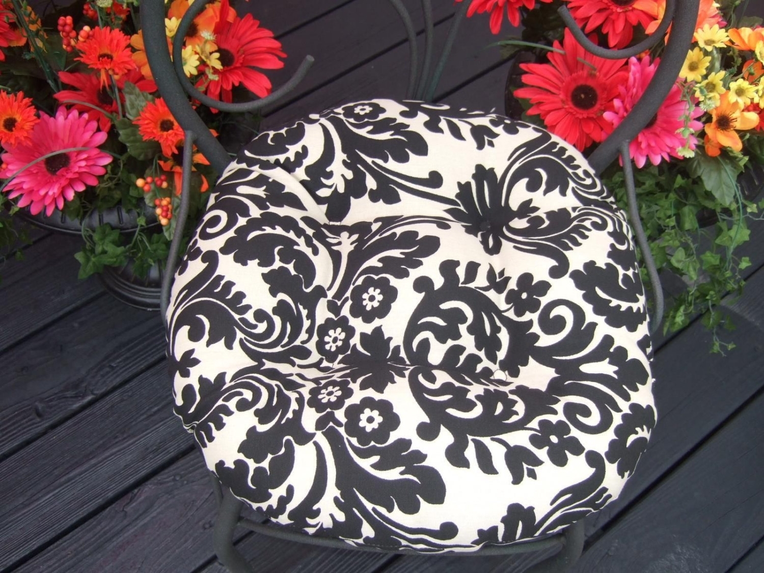 Image of: Indoor Outdoor Tufted Round Bistro Cushion With Ties Black Within Outdoor Round Bistro Cushions Outdoor Round Bistro Cushions