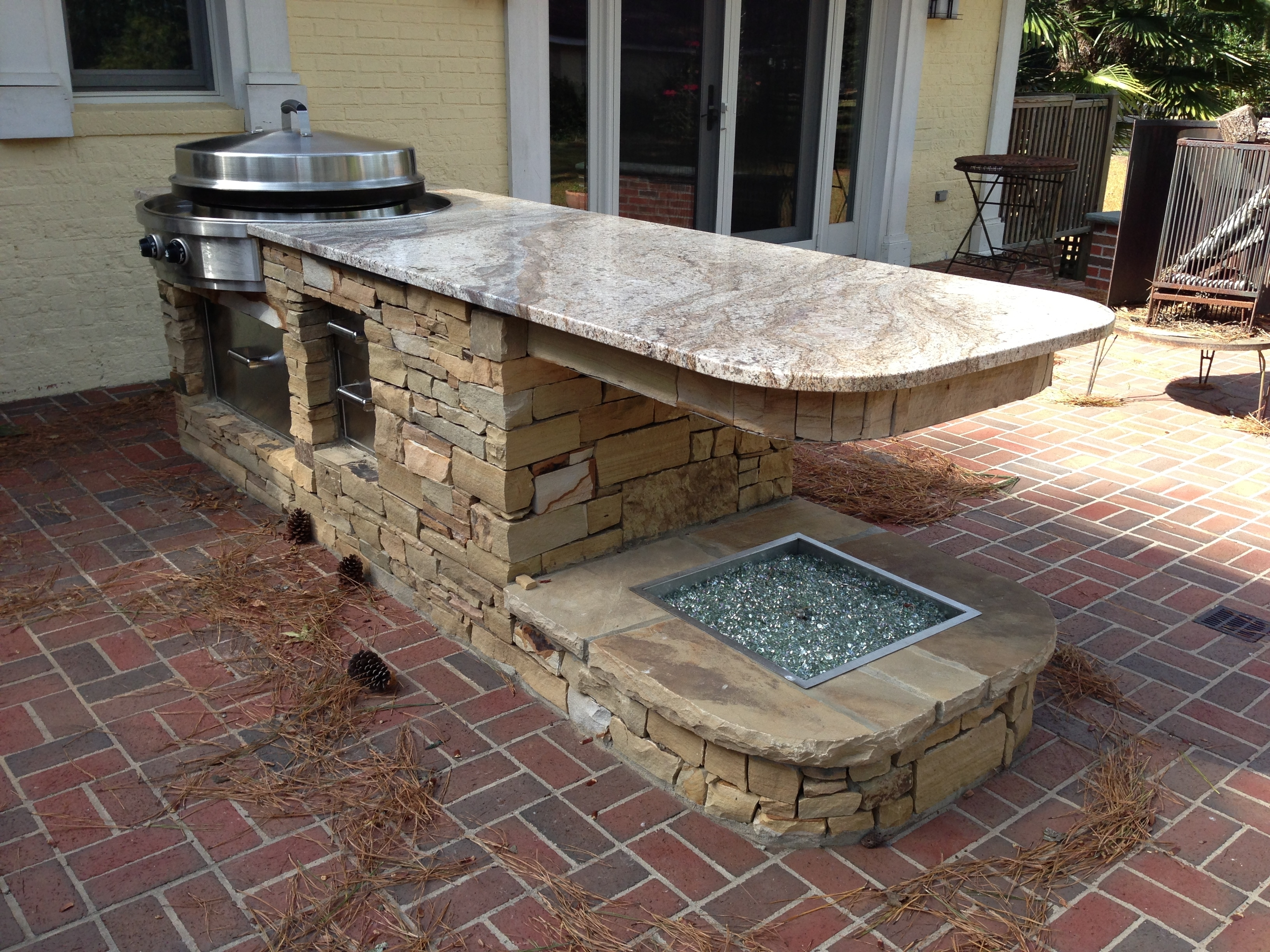 Image of: Outdoor Kitchen Granite Countertops Inspirations Also Cut Into Pertaining To Outdoor Kitchen Granite Countertops Outdoor Kitchen Granite Countertops Design
