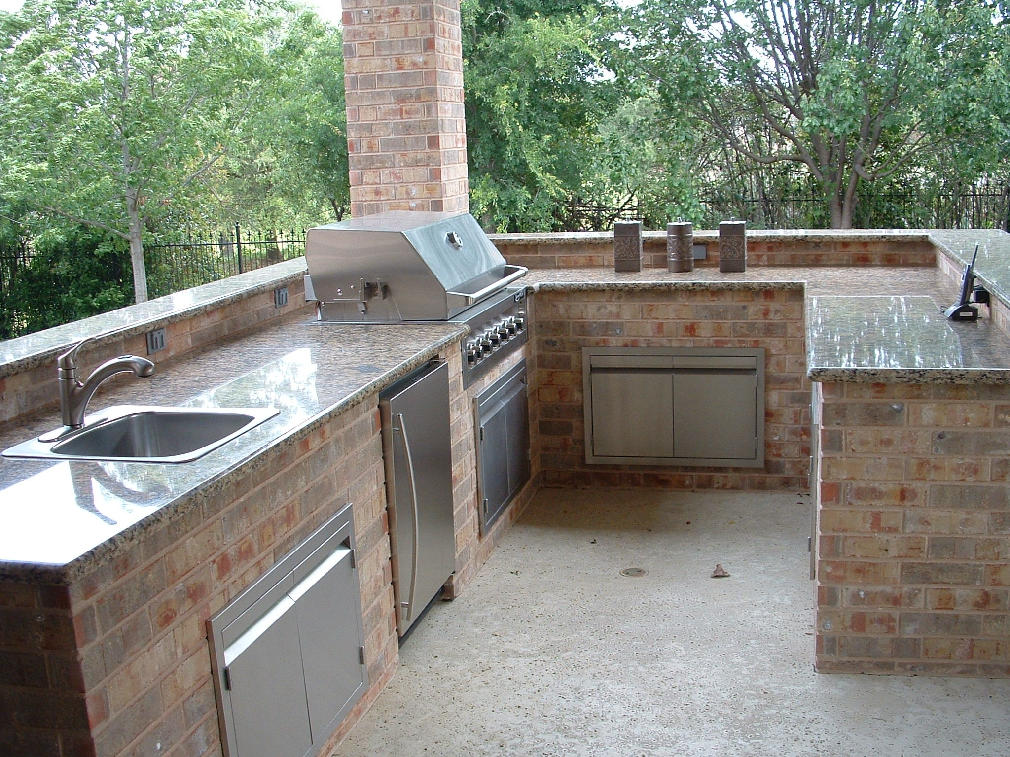 Image of: Outdoor Kitchen Granite Countertops Video And Photos Within Outdoor Kitchen Granite Countertops Outdoor Kitchen Granite Countertops Design