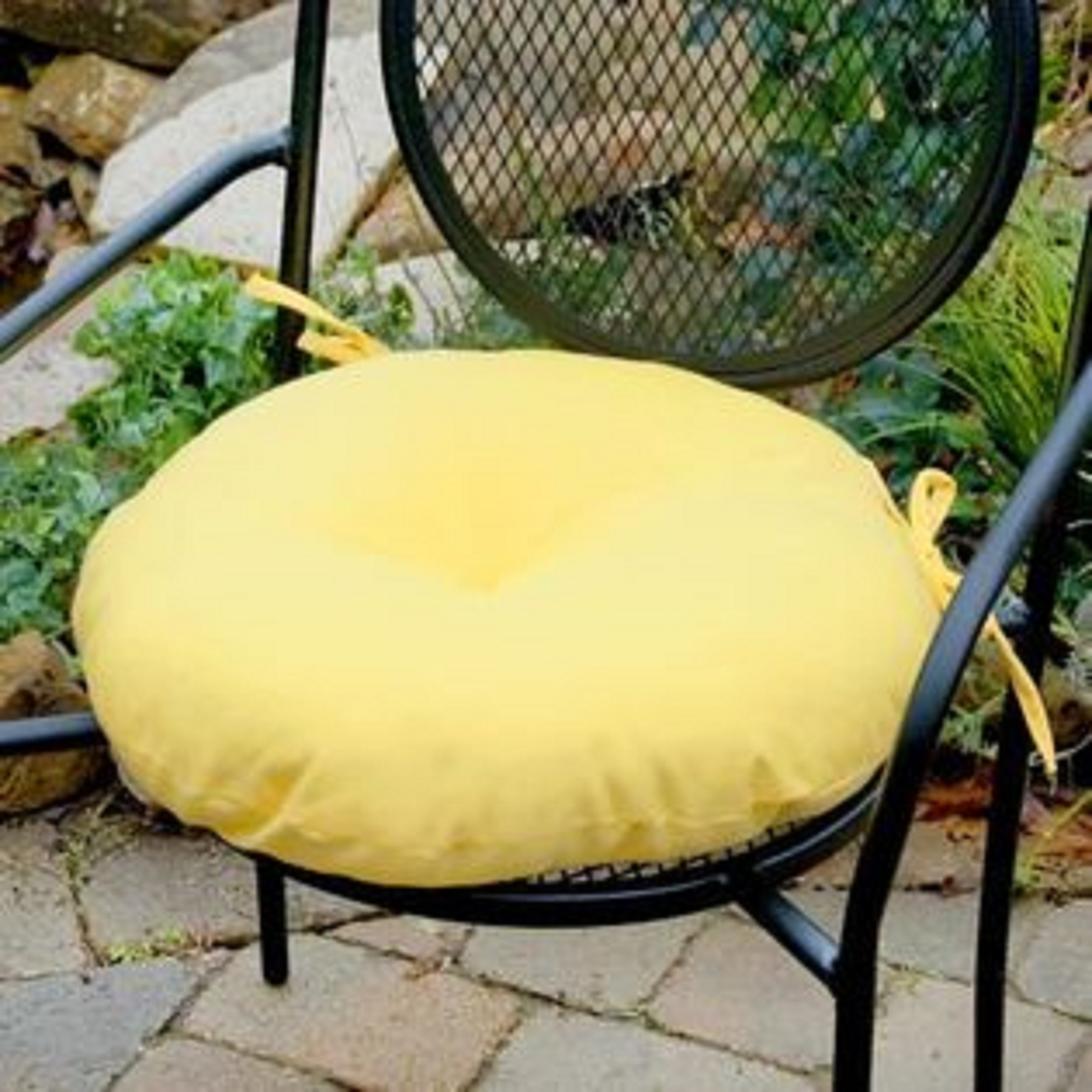 Image of: Round Outdoor Chair Cushions Green Chair Round Chair Cushions Inside Outdoor Round Bistro Cushions Outdoor Round Bistro Cushions