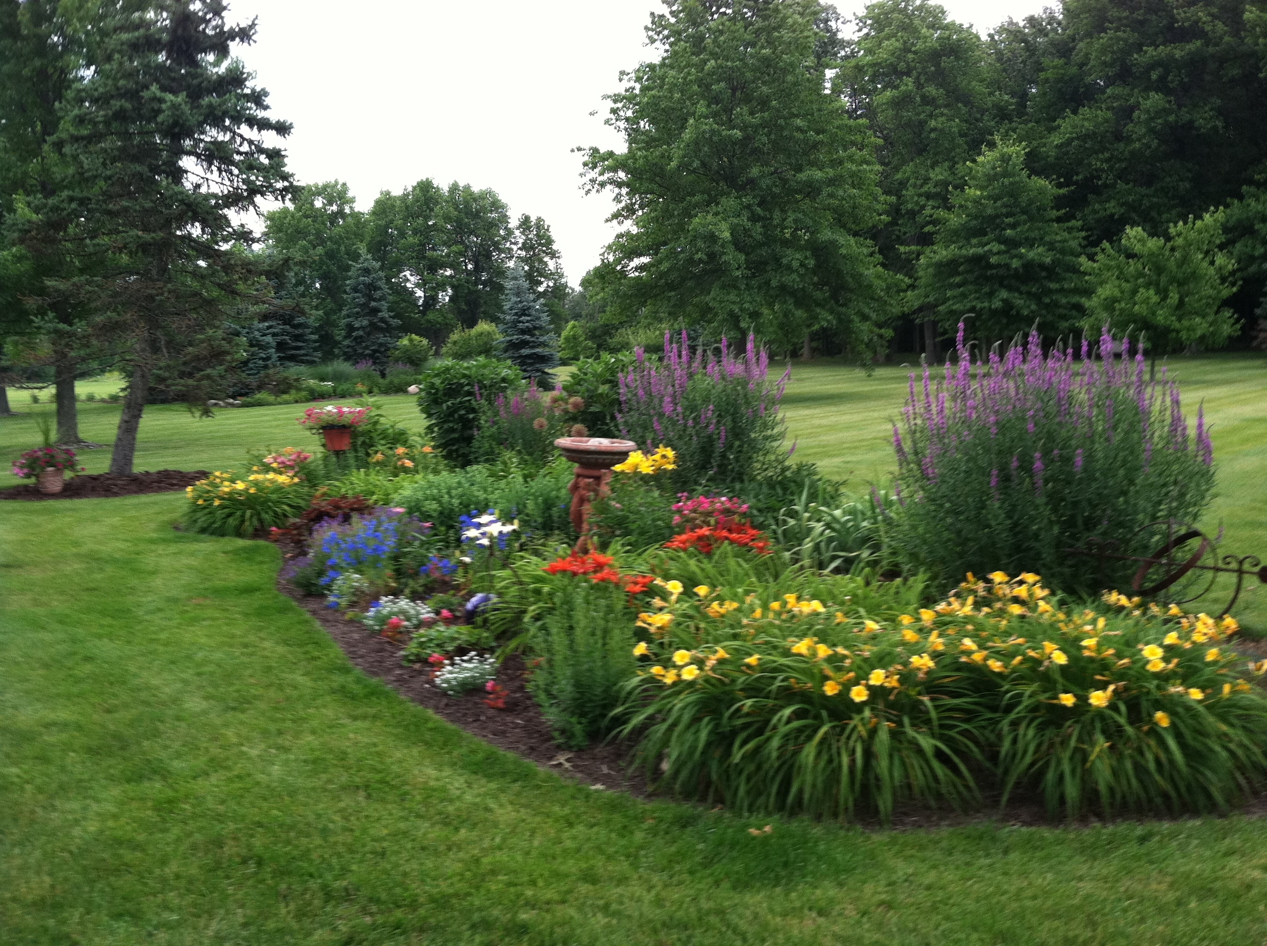 Image of: 12 Ways To Make Your Yard Look Professionally Landscaped Yards Pertaining To Landscaped Yards Decorative Ideas Landscaped Yards