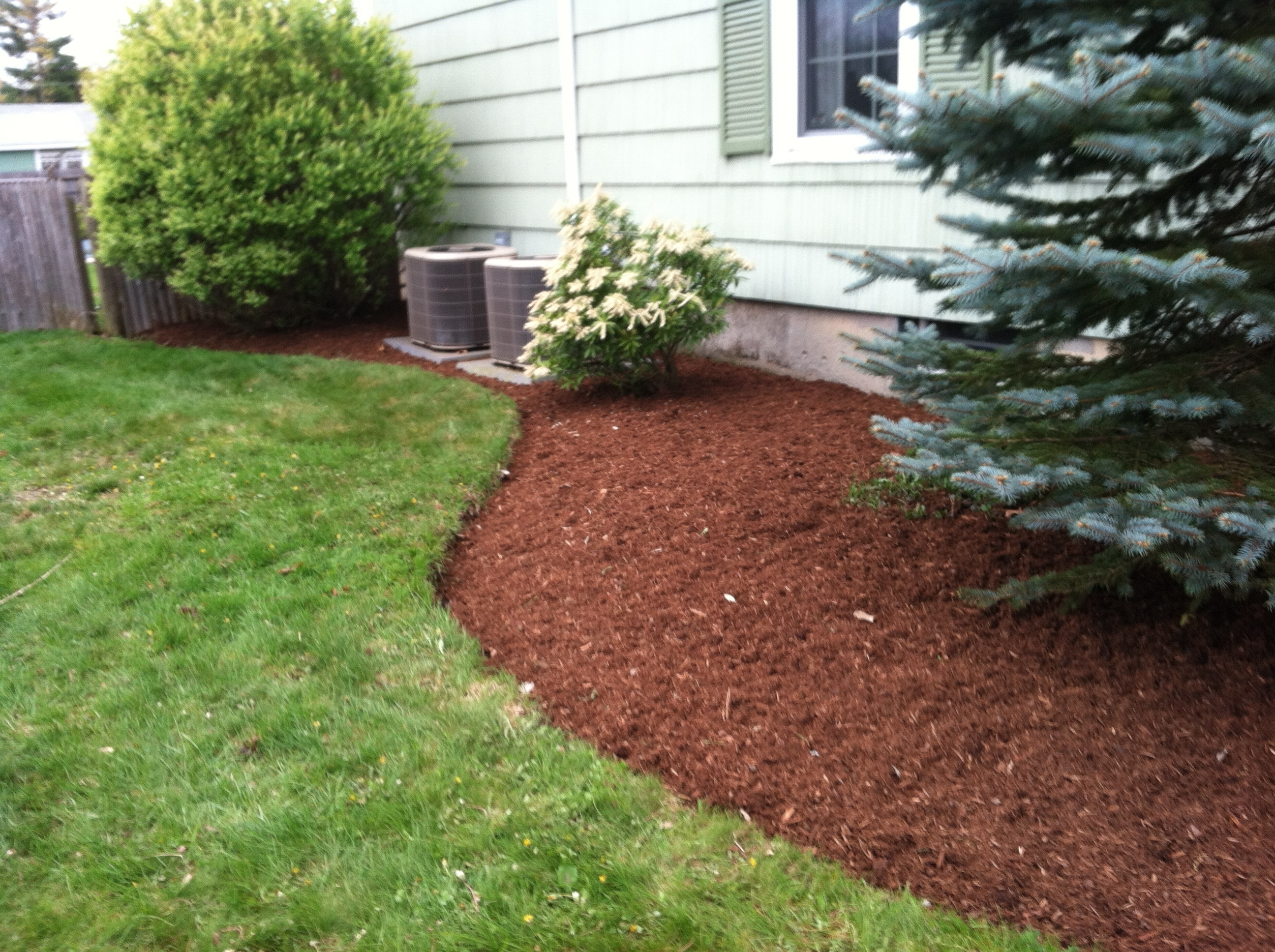 Image of: Bark Mulch For A Beautiful Yard In Nh Spring Landscaping Services For Landscaping Bark Landscaping Bark For Season
