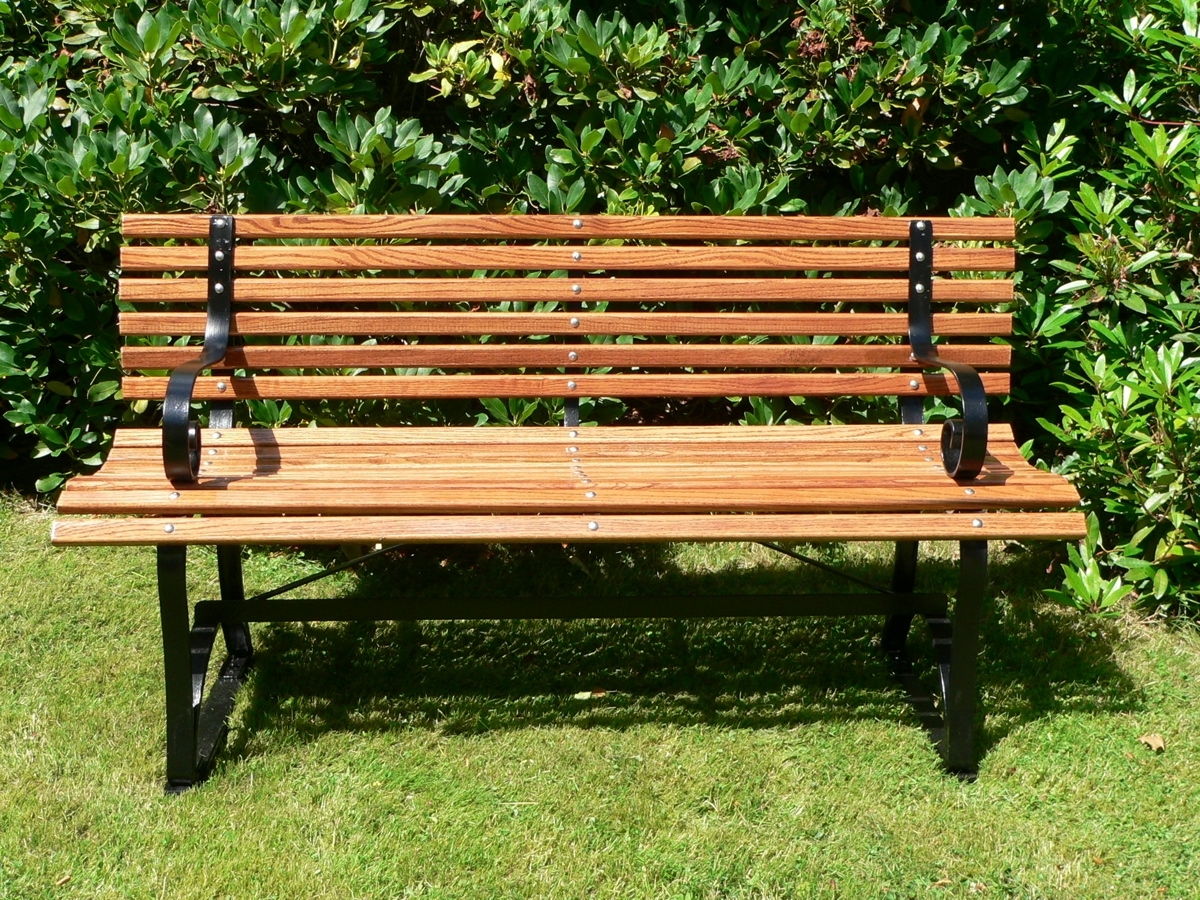 Image of: Bench With Expanded Metal Outdoor Furniture Ideas