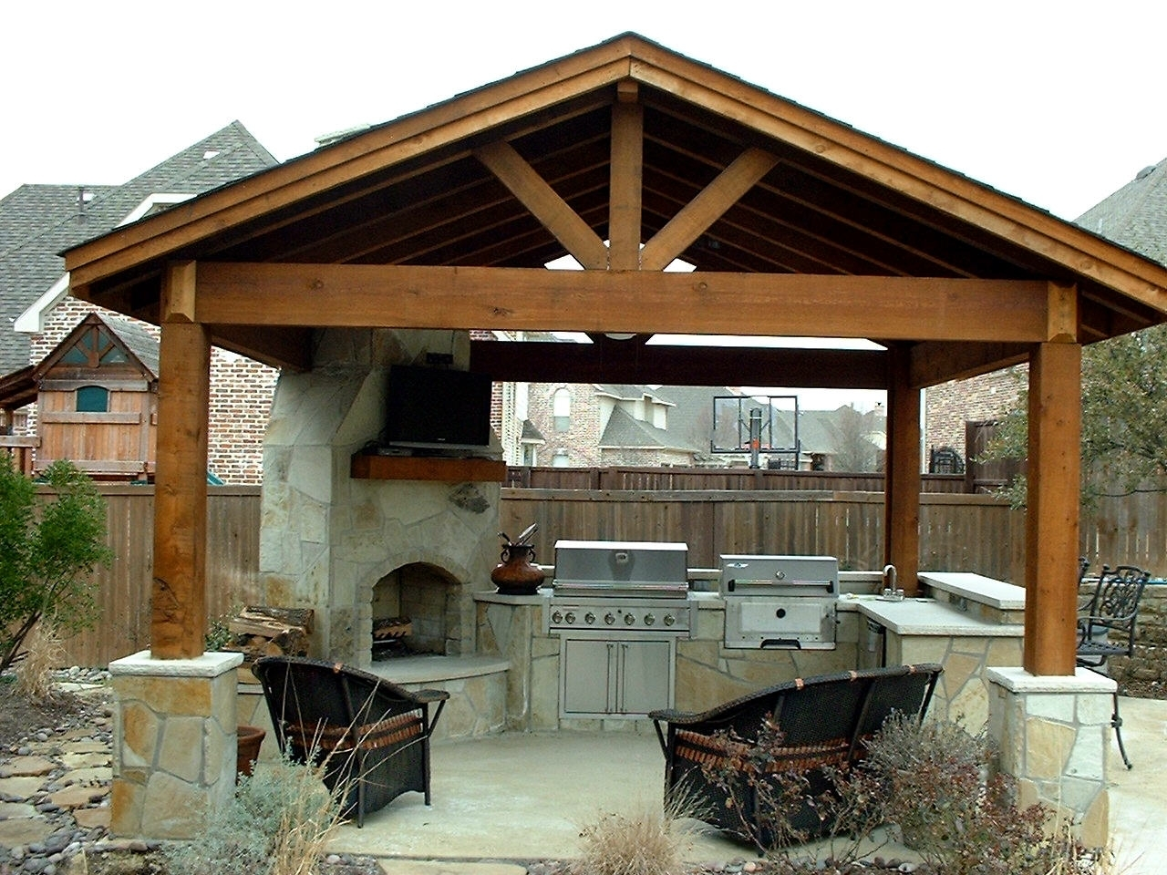 Image of: Best 20 Covered Outdoor Kitchens Ideas On Pinterest Backyard Inside Outdoor Kitchen Roofs Outdoor Kitchen Roofs Painting