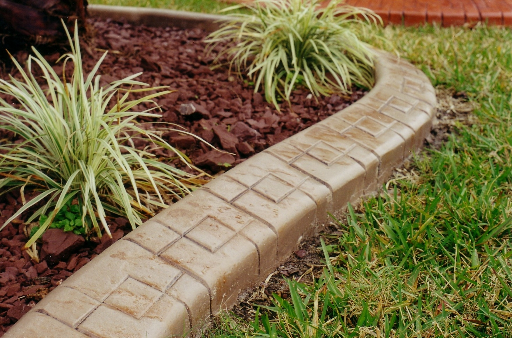 Image of: Diy Concrete Landscape Edging Ideas Design Ideas Decors Throughout Landscape Concrete Edging Installation Landscape Concrete Edging Installation