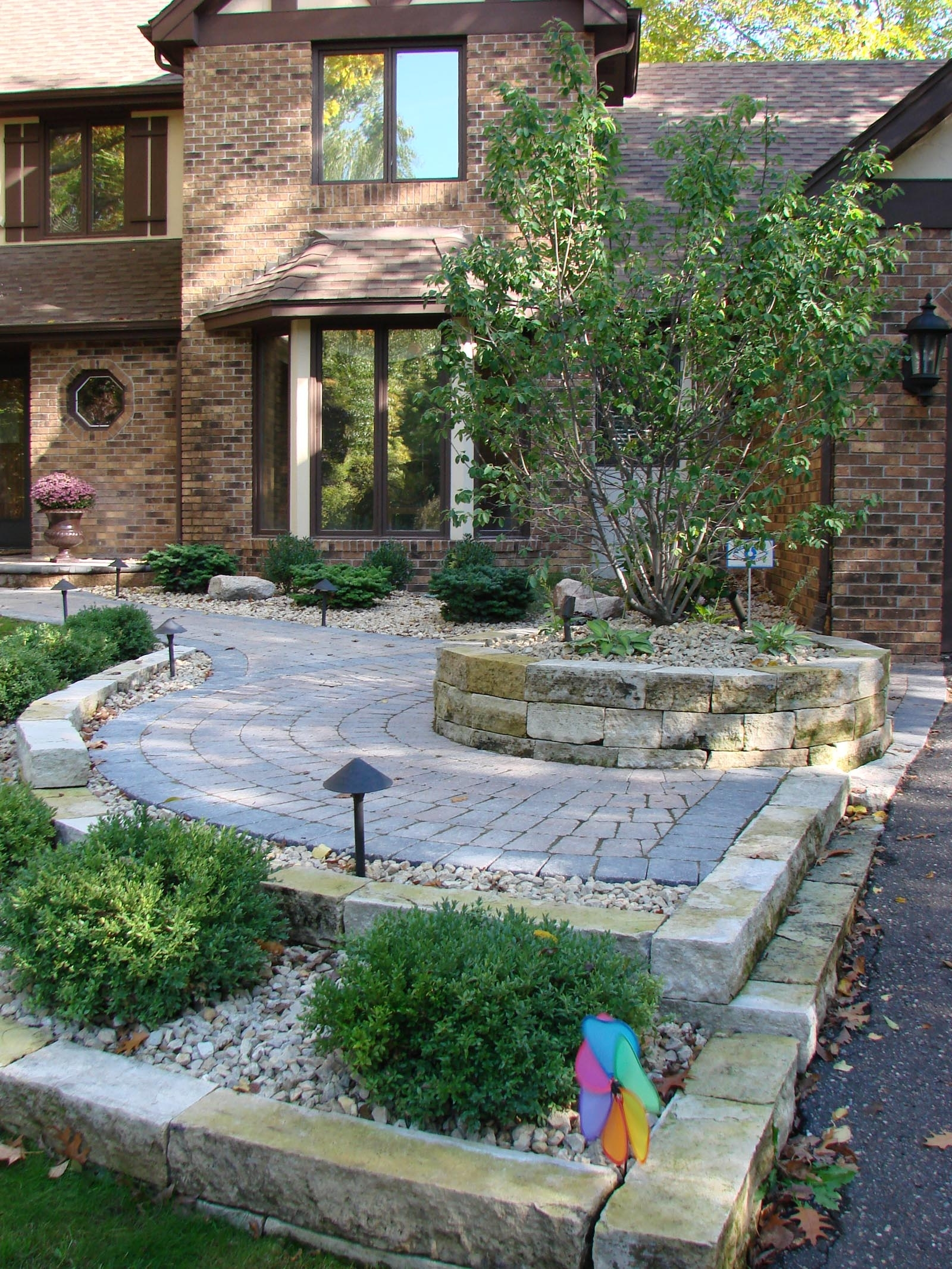 Image of: Driveway Entryway Design Inside Curbside Landscape Ideas
