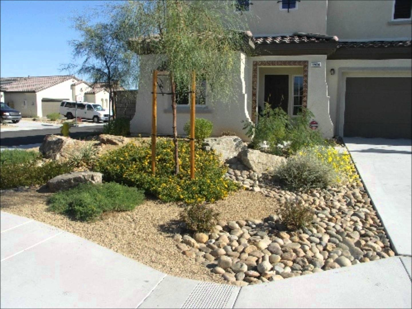 Image of: Front Yard Desert Landscaping Ideas Rolitz Intended For Front Yard Desert Landscaping Ideas Attractive Front Yard Desert Landscaping Ideas