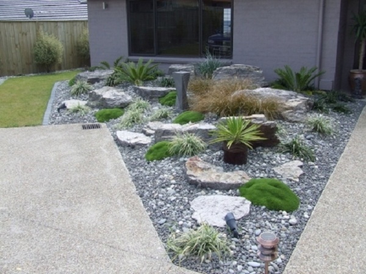 Image of: Front Yard Landscaping Ideas With Rocks Ideas With Regard To Front Yard Landscaping With Rocks Create Front Yard Landscaping With Rocks