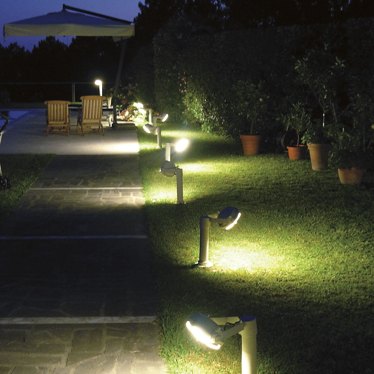 Image of: Garden Light Contemporary Outdoor Bollard Lighting Style