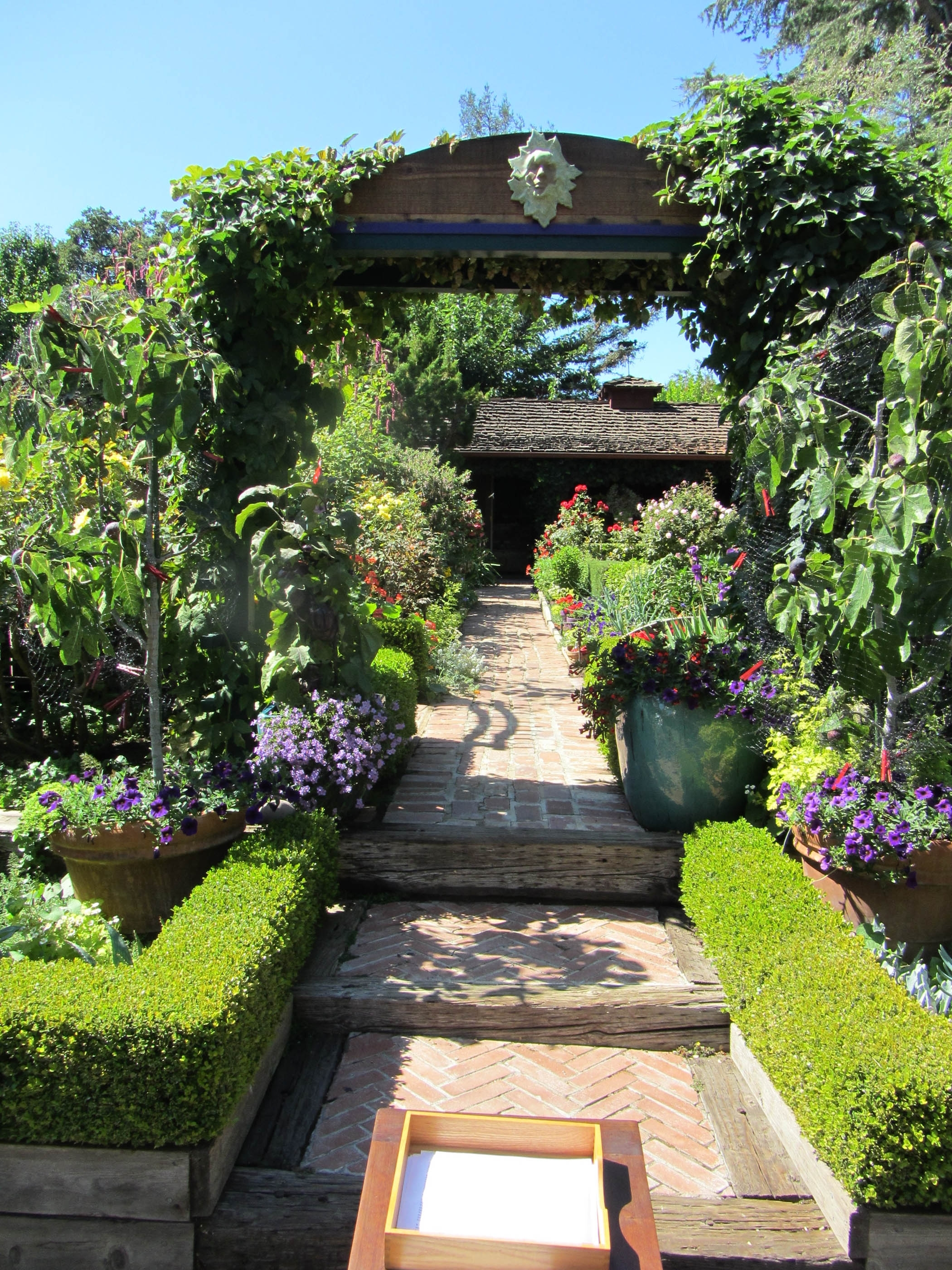 Image of: Garden Design With Arches And Archways With Regard To Edible Landscape Design Good Ideas Edible Landscape Design