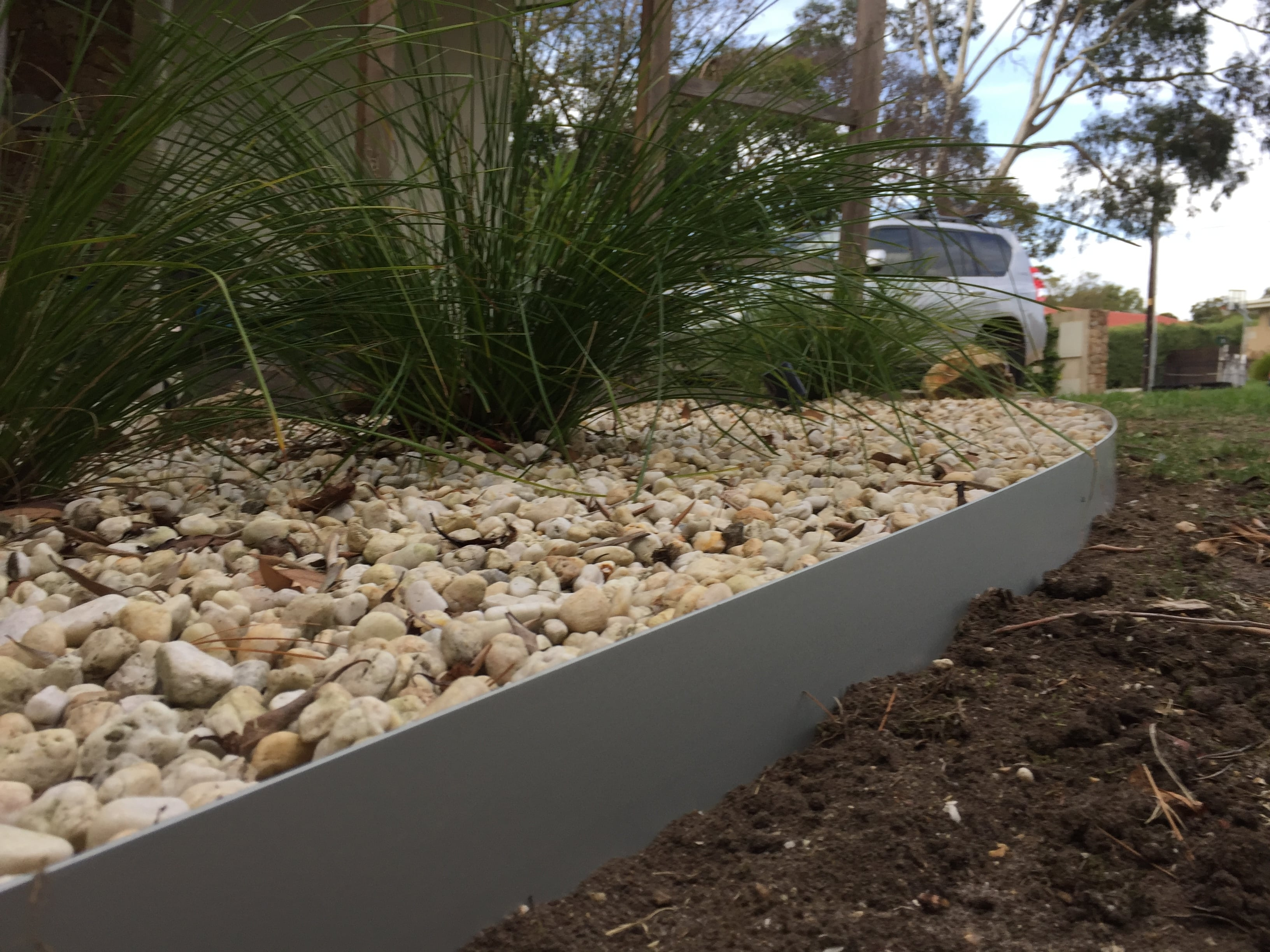 Image of: Garden Edging Transform With Landscape Metal Edging Garden