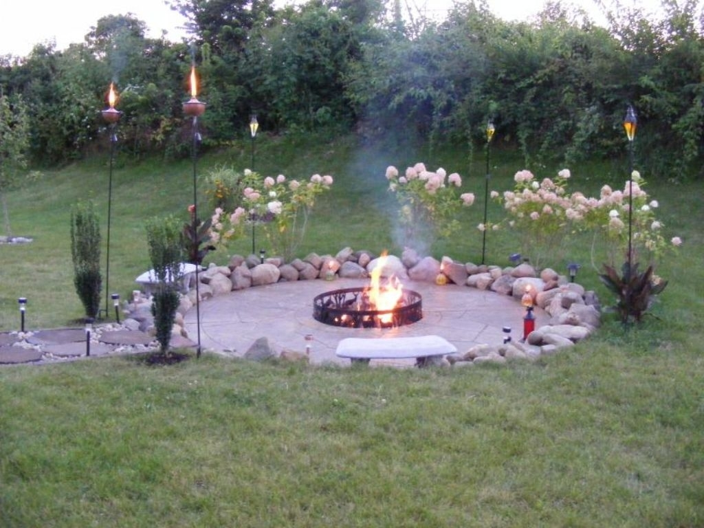 Image of: Get The Incredible Look With Stacked Stone Fireplace Homedees For Inexpensive Outdoor Fireplace Popular Today Inexpensive Outdoor Fireplace