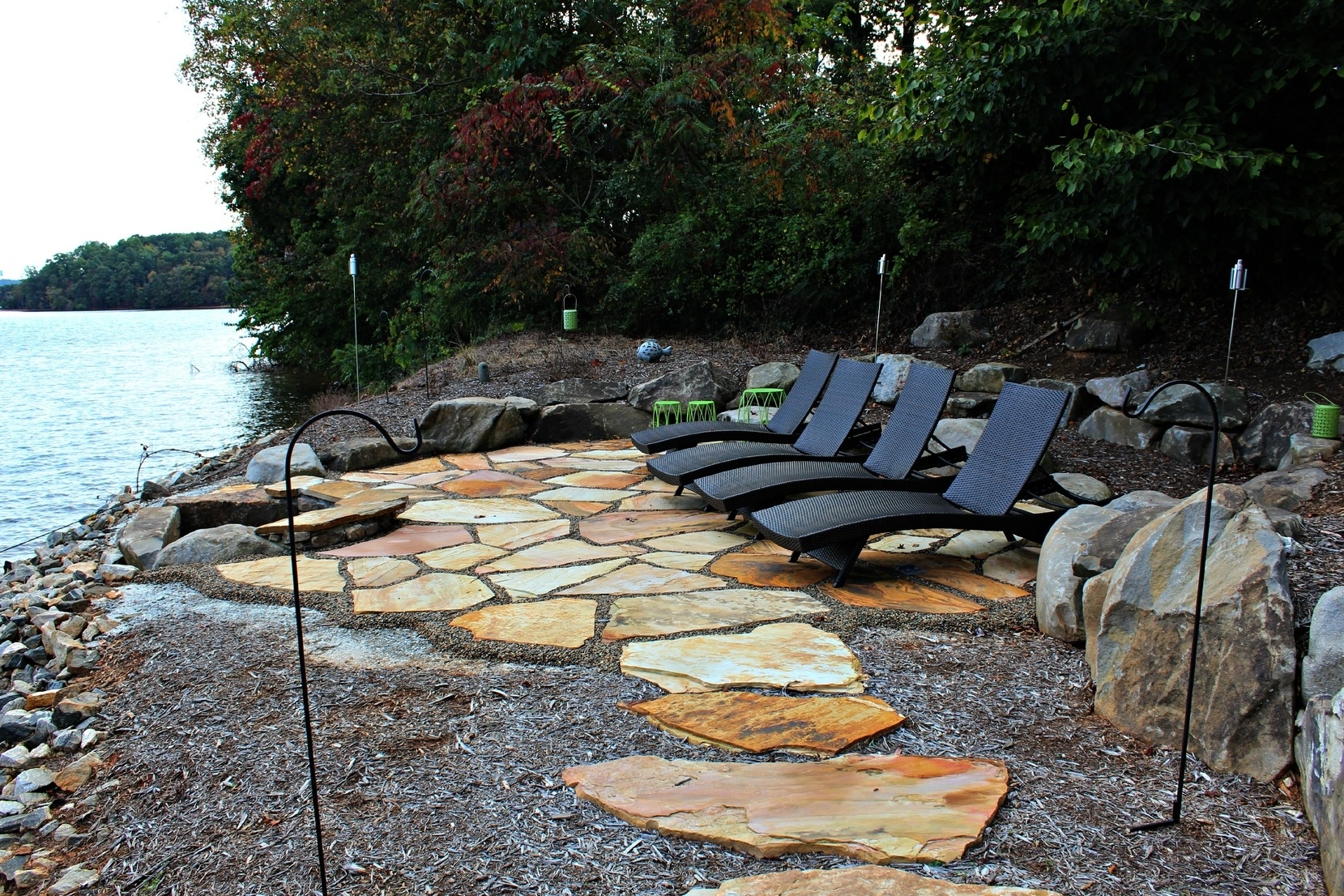 Image of: Gorgeous Lakeside Patio On Lake Keowee Rainmaker Landscapes For Lakeside Landscaping Latest Trends In Lakeside Landscaping