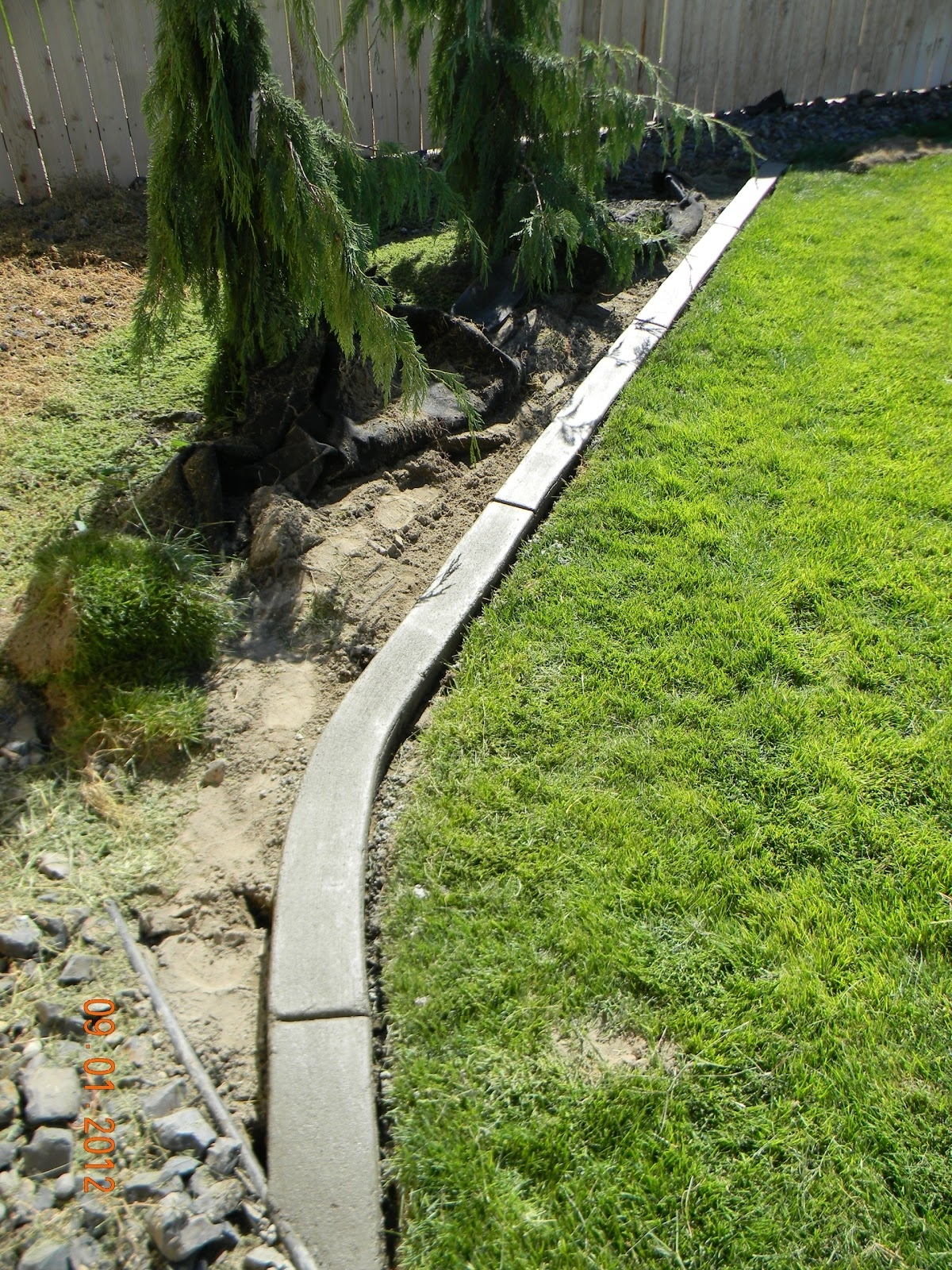 Image of: Home Is Where They Love You Diy Landscaping Curb Regarding Landscape Concrete Edging Installation Landscape Concrete Edging Installation