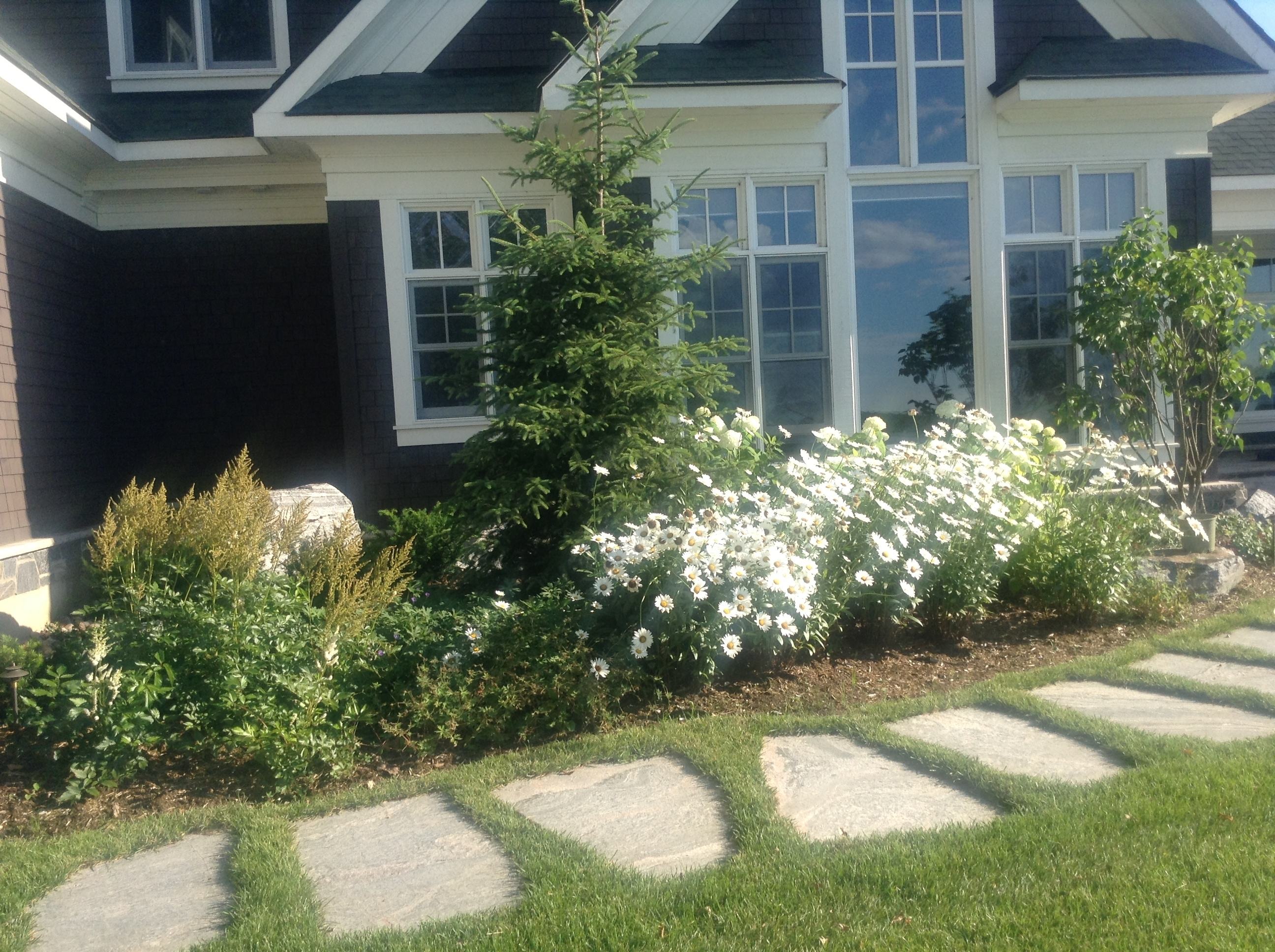 Image of: Front Entrance Landscaping With Beauty Landscape Stepping Stones