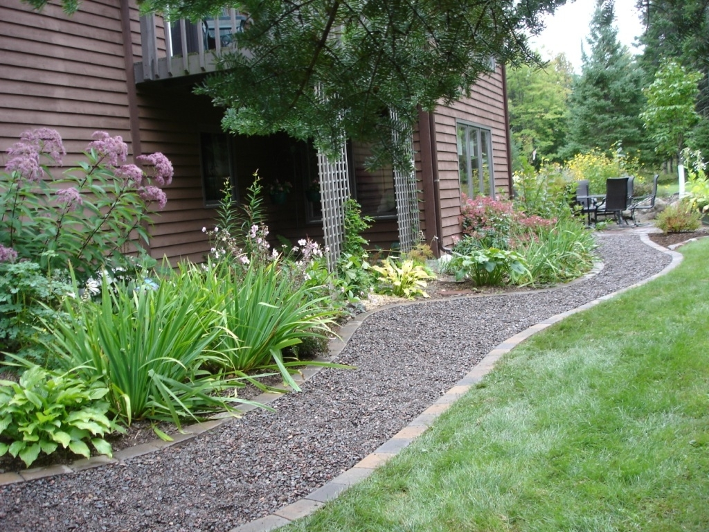 Image of: Landscape Ideas Using Gravel Forms Loose Gravel Walkways Patios In Driveway Landscape Ideas Beautiful Driveway Landscape Ideas