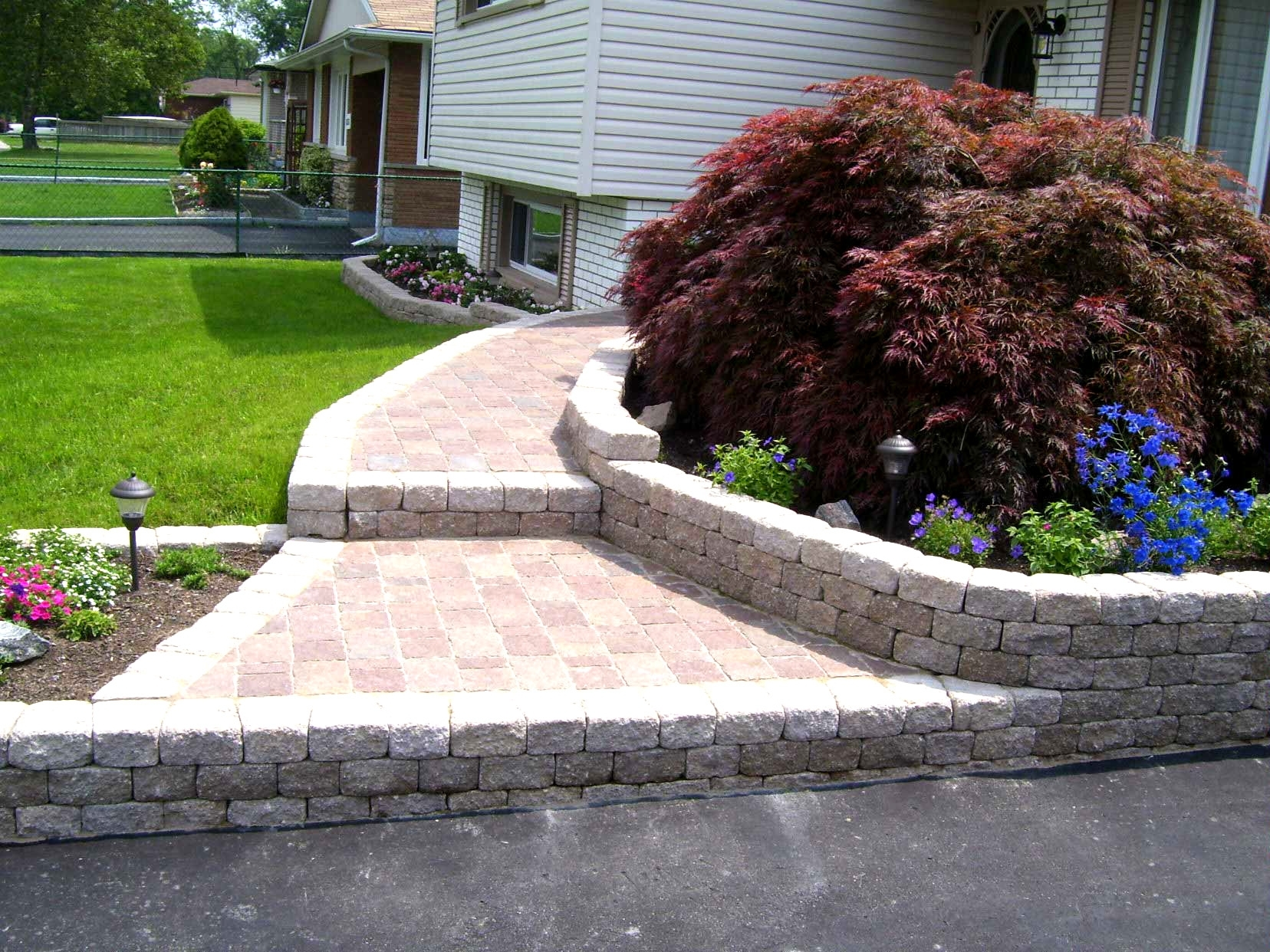 Image of: Landscaping Bricks Throughout Bricks For Landscaping Edge Bricks For Landscaping Ideas