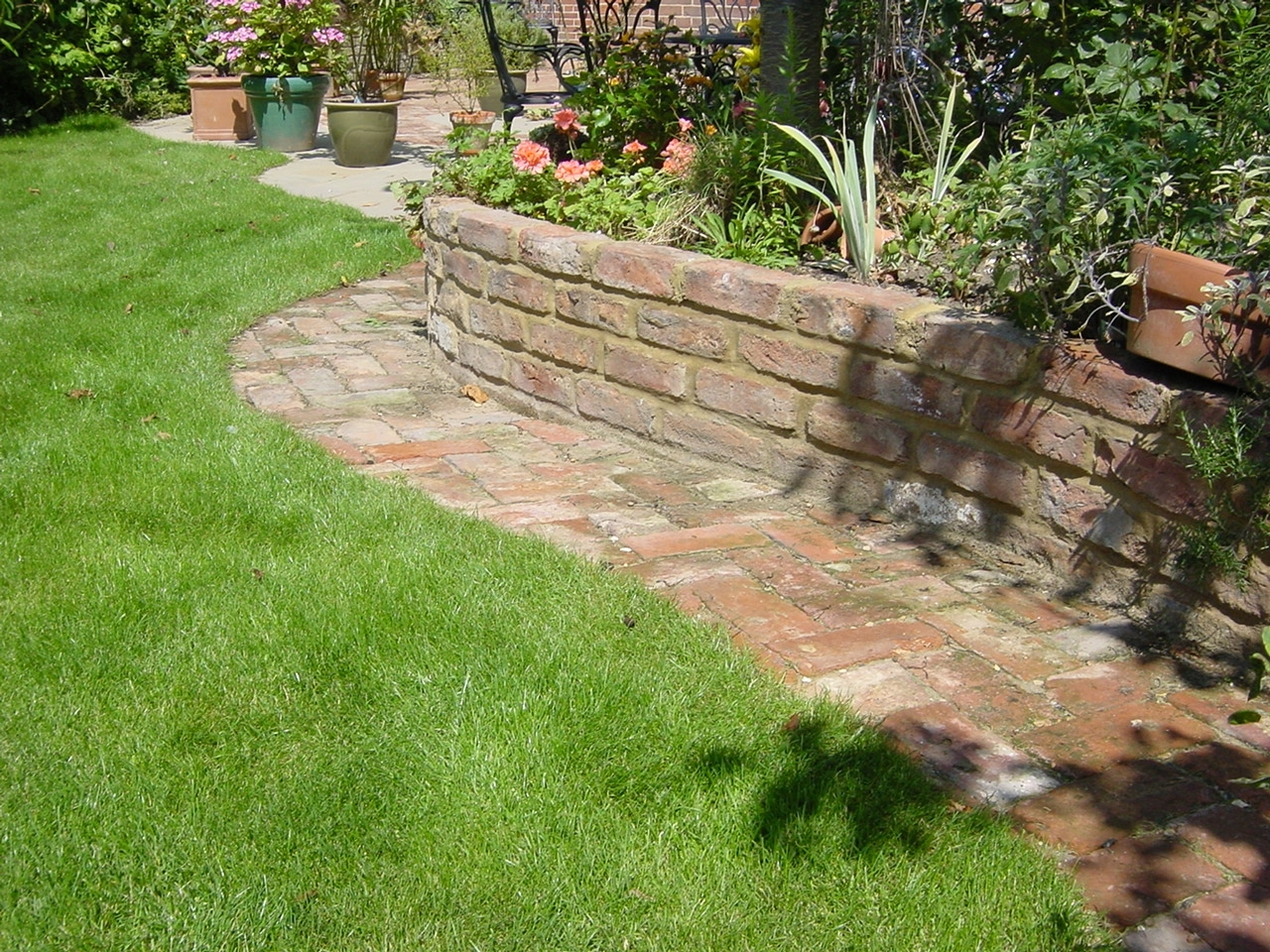 Image of: Landscaping Bricks Within Bricks For Landscaping Edge Bricks For Landscaping Ideas