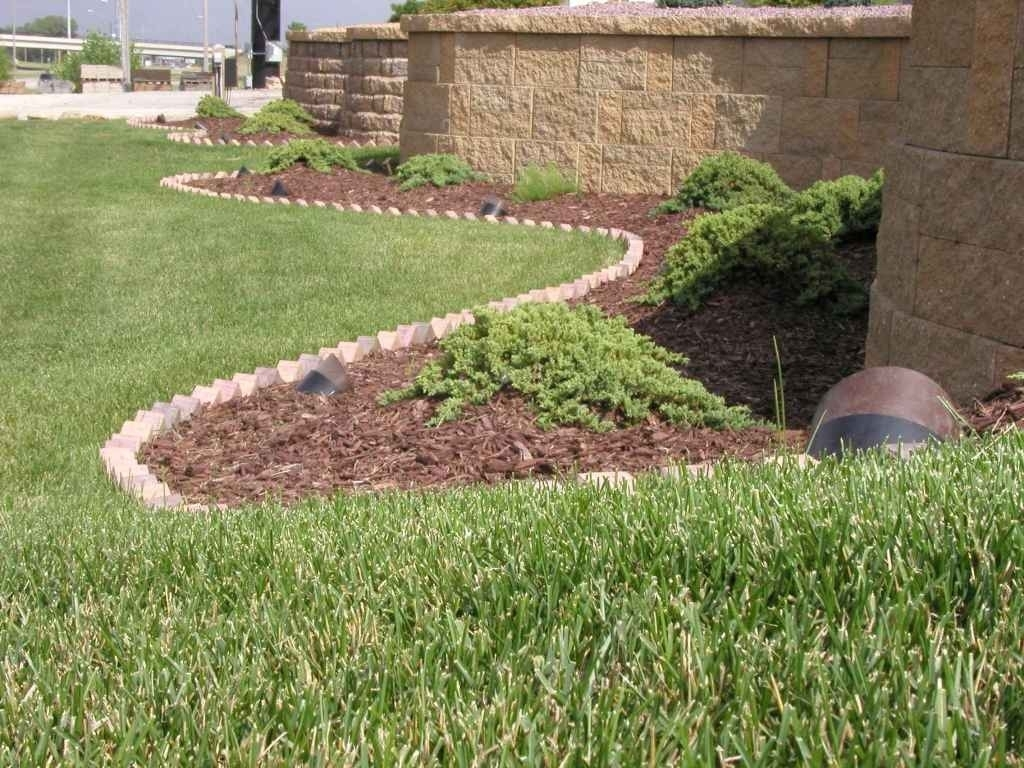 Image of: Landscaping Edging Beautiful Curv Rite Aluminum Landscape Edging With Aluminum Landscape Edging Great Idea Of Aluminum Landscape Edging