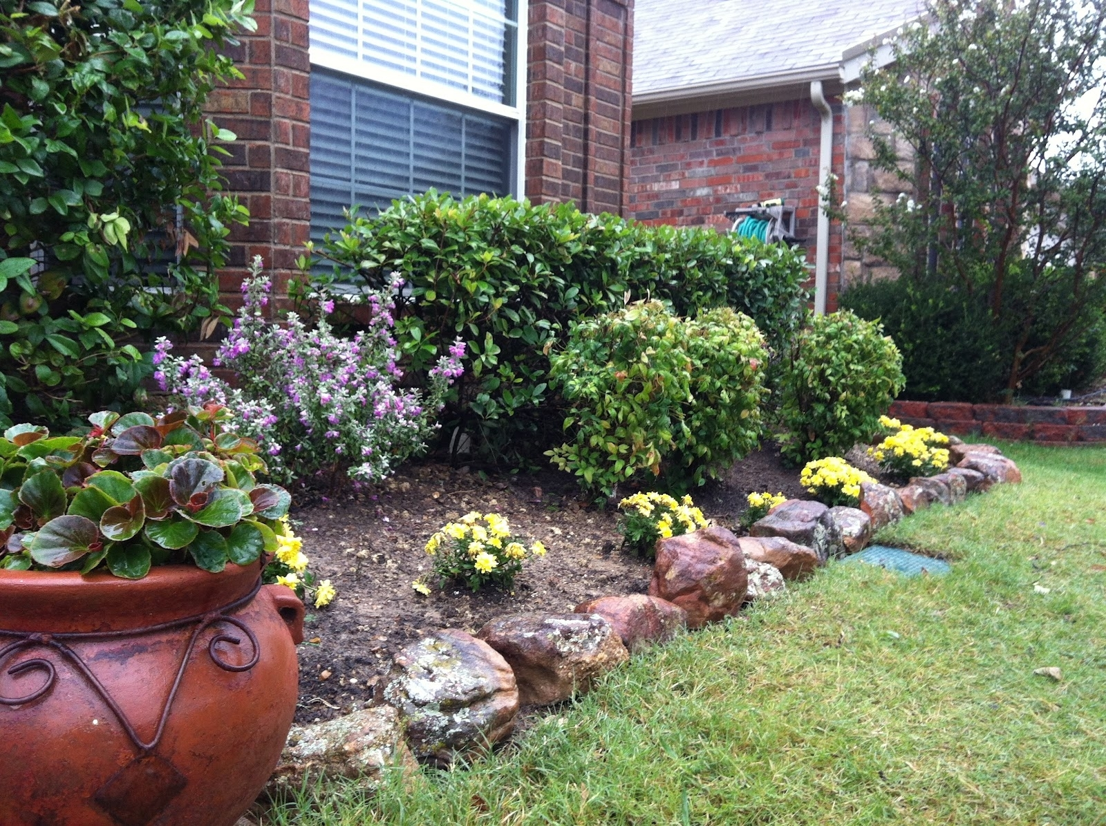 Image of: Landscaping Ideas For Front Yard With Rocks Bathroom Design 2017 For Front Yard Landscaping With Rocks Create Front Yard Landscaping With Rocks
