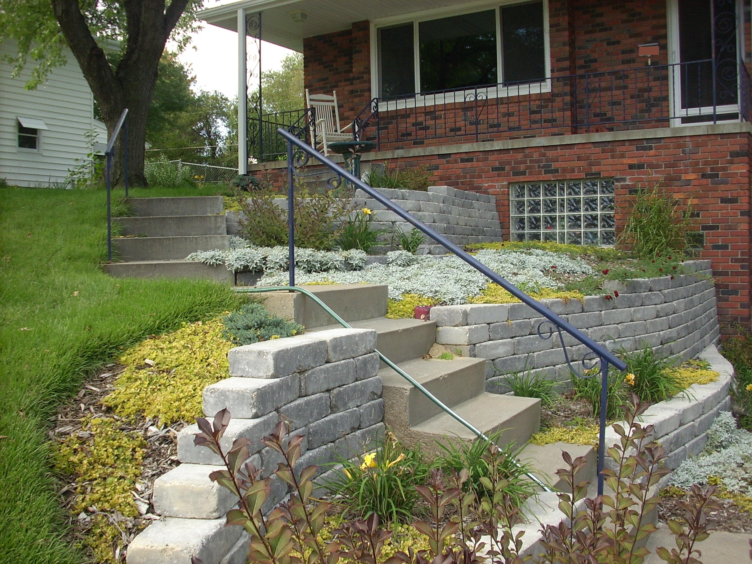 Image of: Landscaping Retaining Walls Stairs Intended For Retaining Wall Landscaping Ideas For Retaining Wall Landscaping