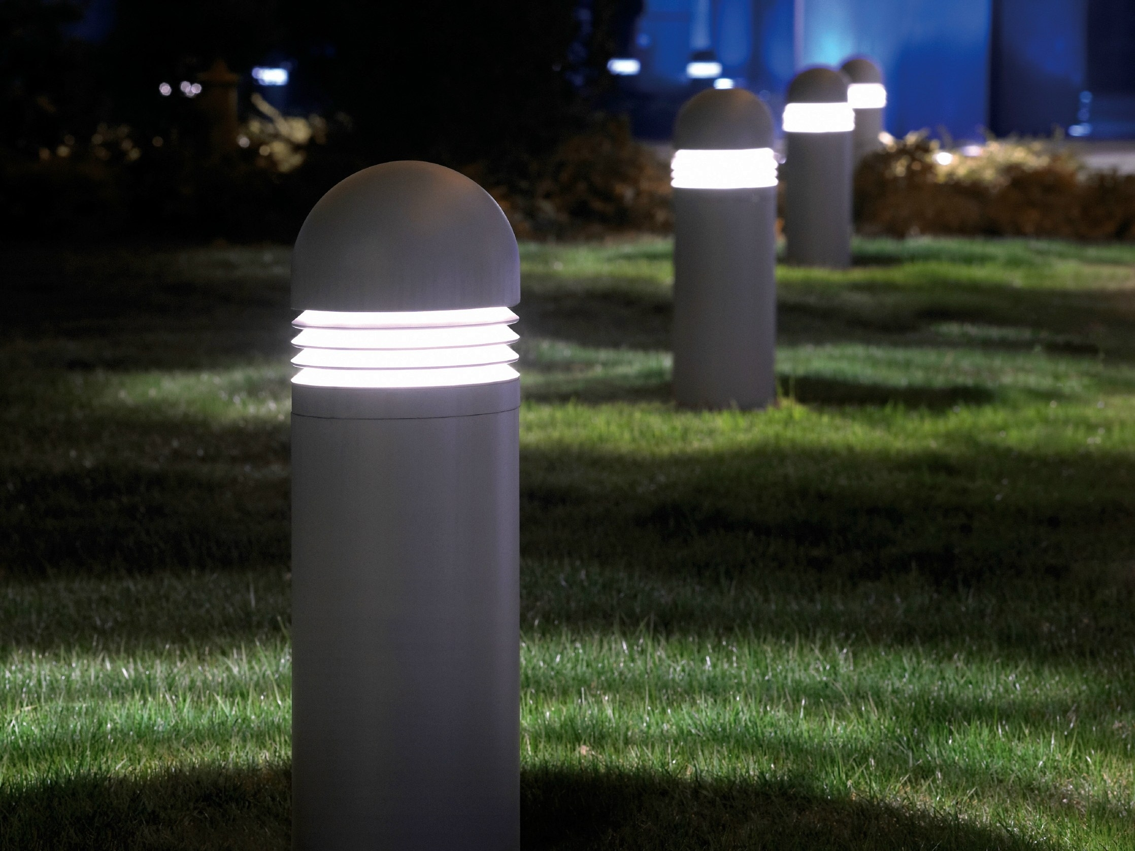 Image of: Luxury Outdoor Bollard Lighting Style