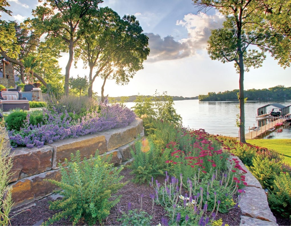 Image of: Luxury In The Twin Cities Outdoors Midwest Home Magazine Throughout Lakeside Landscaping Latest Trends In Lakeside Landscaping