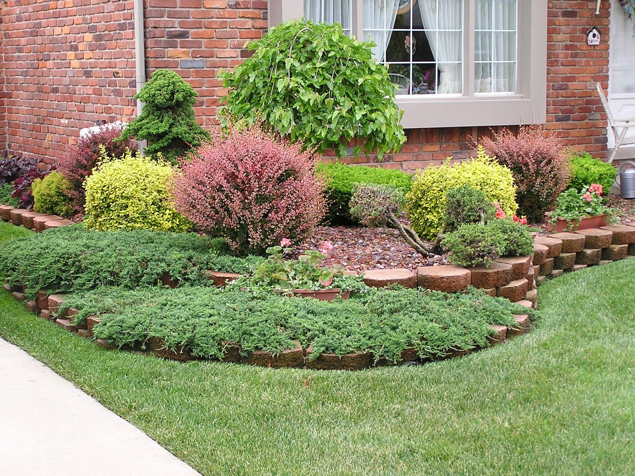 Image of: Midwest Landscaping Ideas Front Yard Amys Office Intended For Midwest Landscaping Midwest Landscaping Ideas