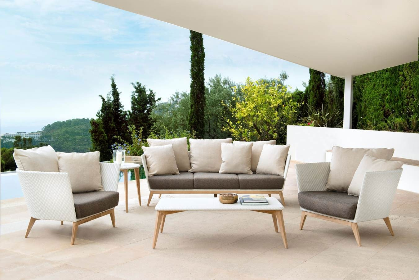 Image of: Modern Luxury Outdoor Patio Furniture With High End Outdoor Furniture