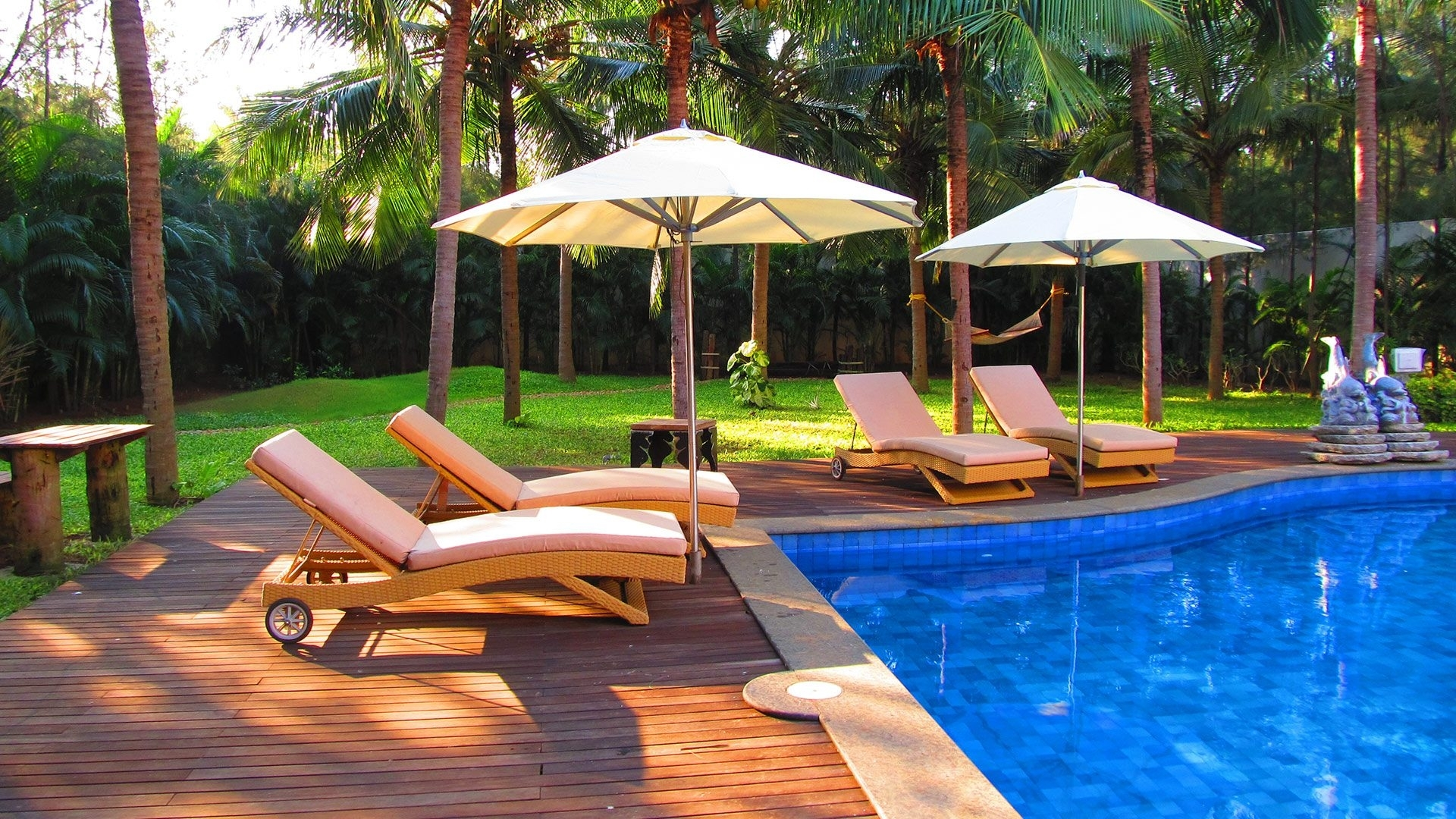 Image of: Outdoor Furniture That Offers Comfort And Stylish Appealellements For Resort Outdoor Furniture Beautiful Resort Outdoor Furniture