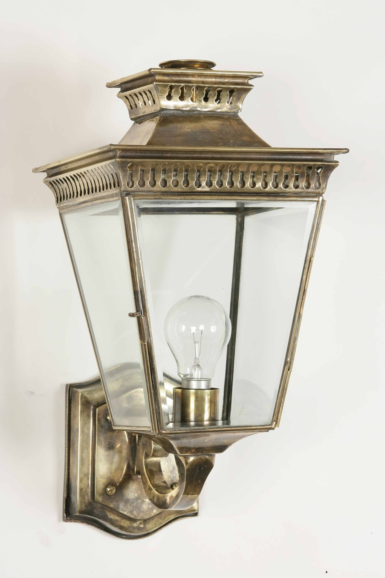 Image of: Outdoor Lantern Lights Outdoor Lighting Lantern Style Light With Brass Outdoor Lights Brass Outdoor Lights Beautify Exterior