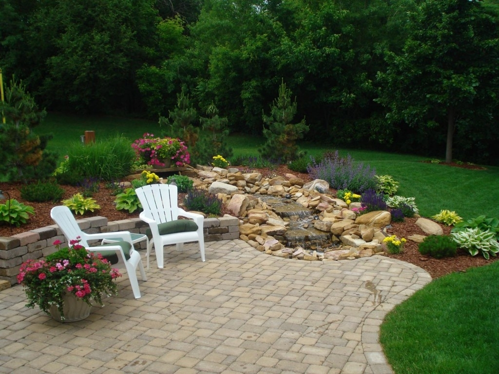Image of: Outdoor Living Designs Curbside Landscape Ideas
