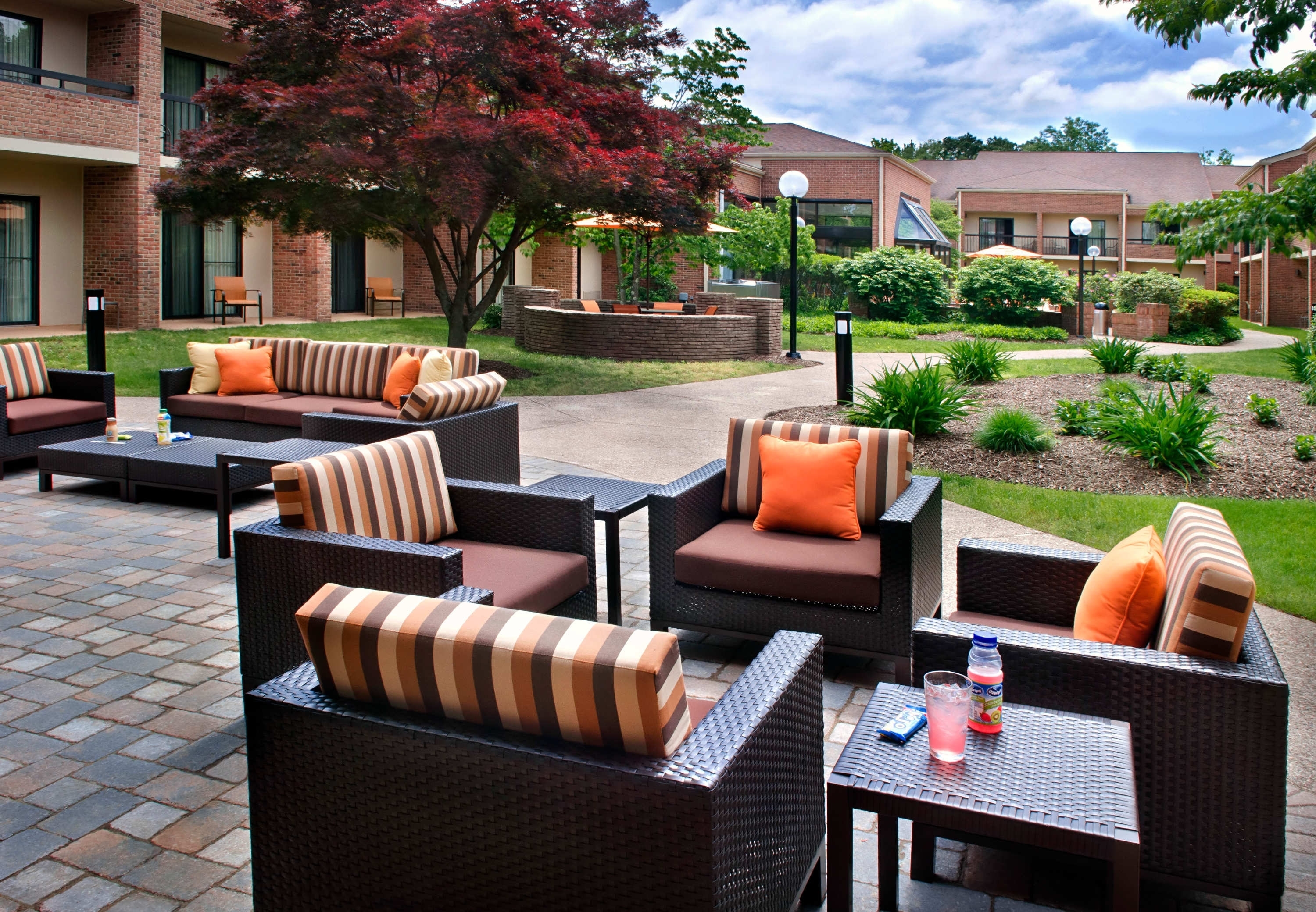 Image of: Outdoor Patio Courtyard Hartford Windsor Throughout Outdoor Hotel Furniture Good And Cozy Outdoor Hotel Furniture
