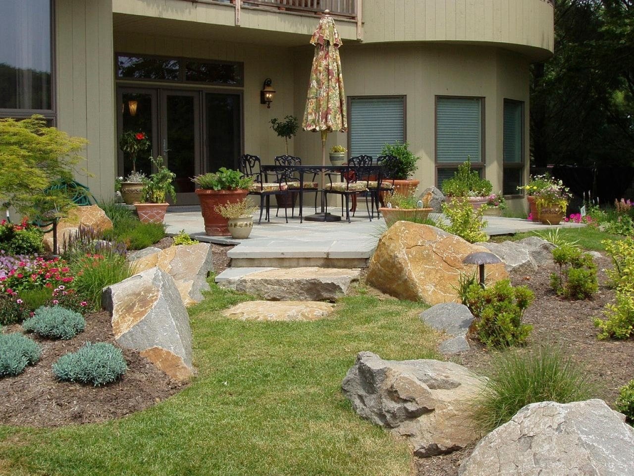 Image of: Patio Landscaping Ideas Hgtv In Courtyard Landscaping Ideas Beautiful Courtyard Landscaping Ideas
