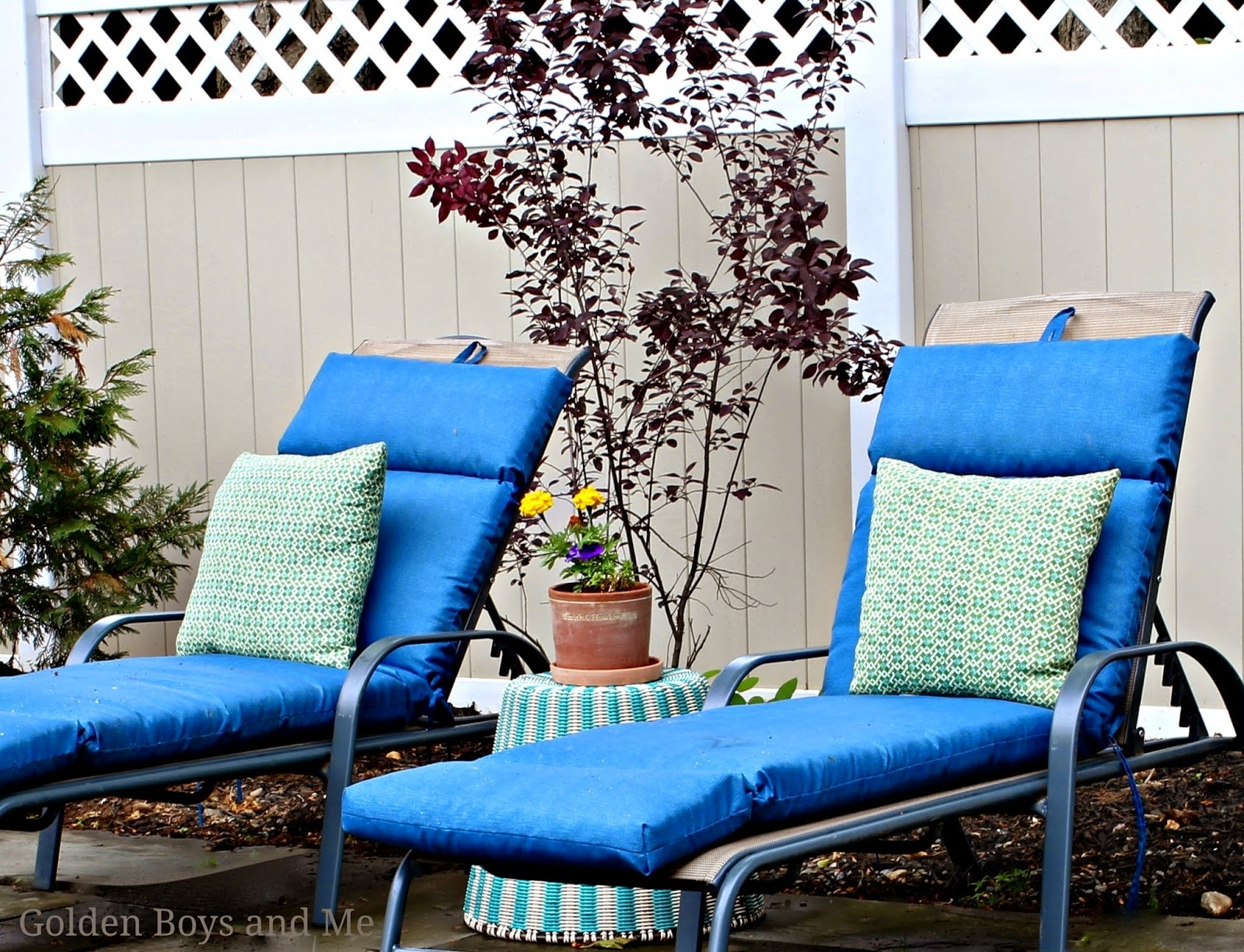 Image of: Patio Lowes Chaise Lounge Cushions Lowes Chaise Lounge Lowes Regarding Outdoor Lounge Chairs With Cushions Outdoor Lounge Chairs With Cushions