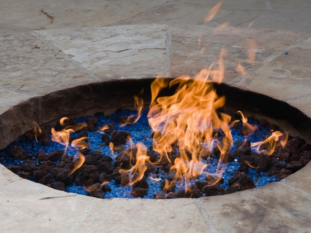 Image of: Propane Vs Natural Gas For A Fire Pit Hgtv Pertaining To Outdoor Fireplace Burner Outdoor Fireplace Burner Clan