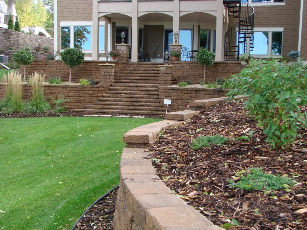 Image of: Minneapolis Hardscaping With Curbside Landscape Ideas