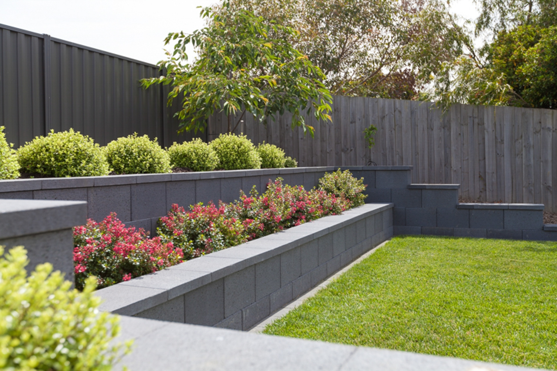 Image of: Retaining Walls Andrew Nicholson Landscapes Inside Retaining Wall Landscaping Ideas For Retaining Wall Landscaping