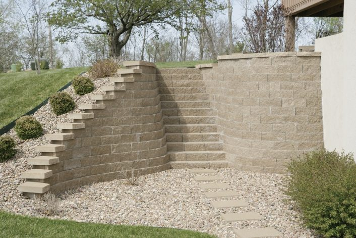 Bayside Pavers With Landscape Retaining Wall