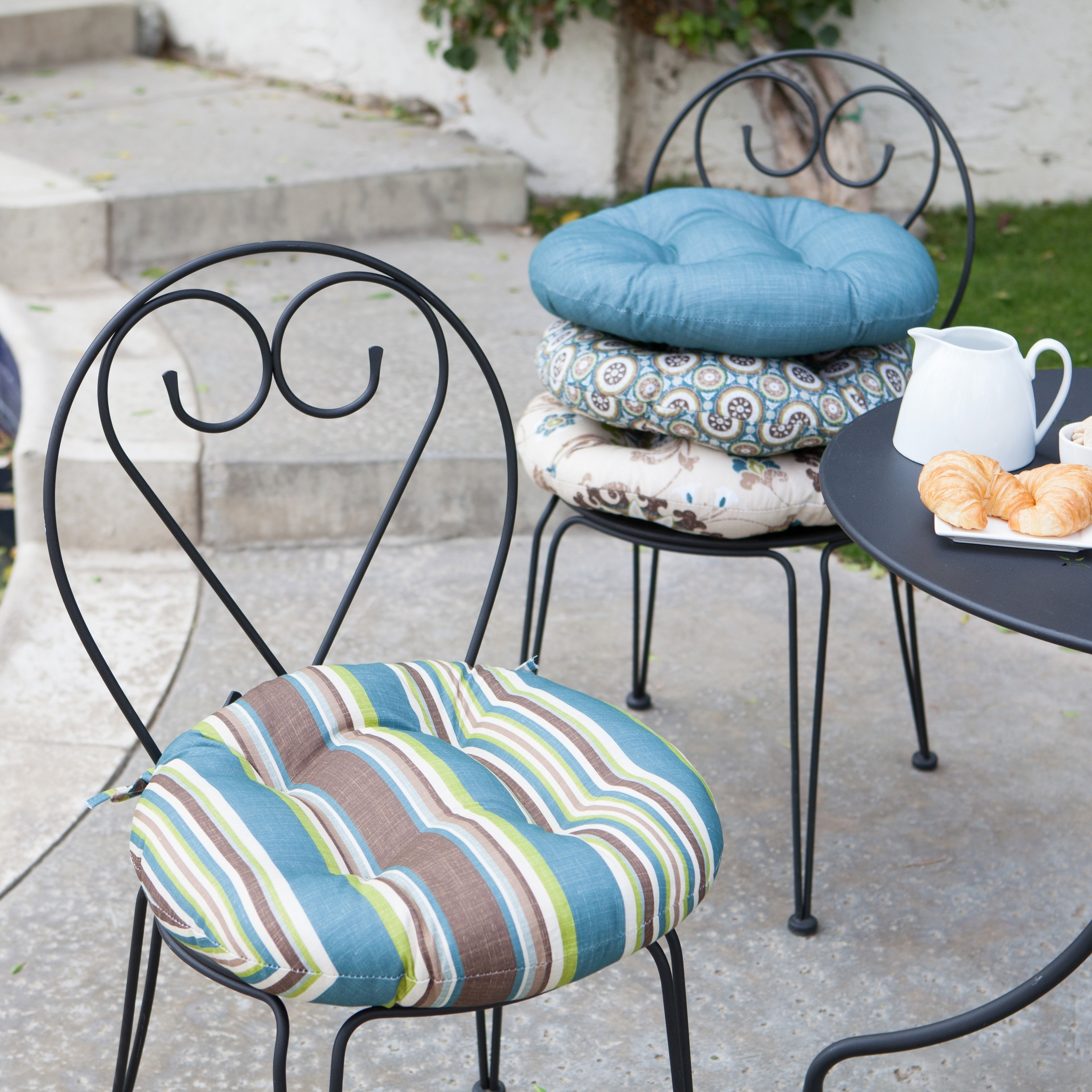 Image of: Round Bistro Chair Cushions Ideas Home Furniture Ideas Regarding Round Outdoor Cushion Diy Simple Round Outdoor Cushion